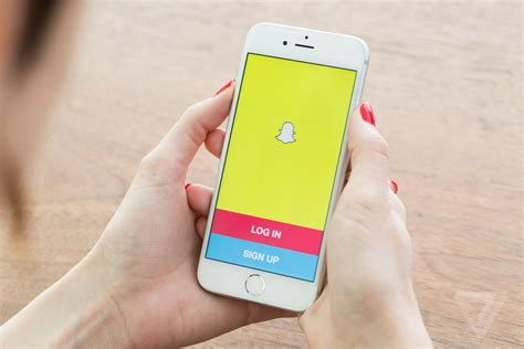 snapchat iphone snapchat applies for patent to serve ads by recognizing