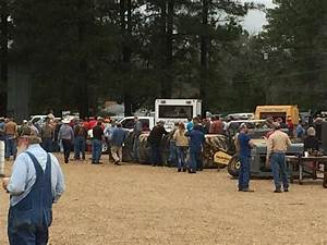 Saline River Chronicle News: Hundreds Attend Cathey Auction