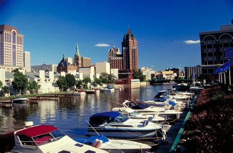 Boating In Wisconsin by File Leisure Boating Milwaukee Wisconsin Jpg