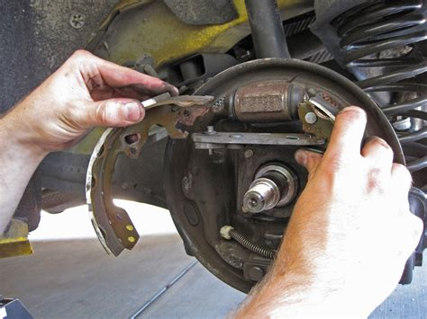 ford focus brake shoes replacement
