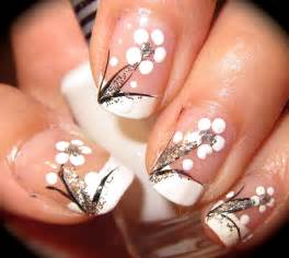 Anny simplichic black and white floral nail design