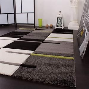 Tapis de createur avec contours decoupes motif a carreaux for Tapis de couloir avec canapé lit bon matelas
