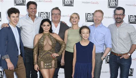 modern family modern family season 8 cast still negotiating as future remains unknown