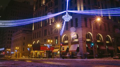 christmas lights at miller brewery milwaukee visit milwaukee holidays in milwaukee