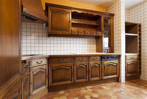 comment peindre meuble cuisine cuisine decaper meuble de cuisine en chene conception de