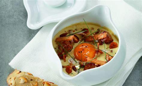 cuisine à la cocotte œuf cocotte au foie gras et girolles par l 39 école de
