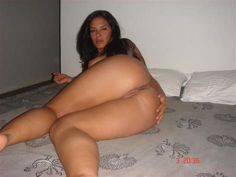 naked completely nude amateur latina shows off her shaved snatch and big boobies