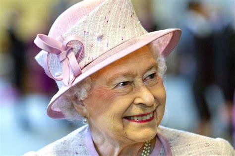 La Reina Isabel II de Inglaterra cumple 62 años en el ...