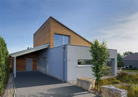 Moderne Häuser Mit Carport by Moderner Bungalow Mit Pultdach Haus Ederer Baufritz