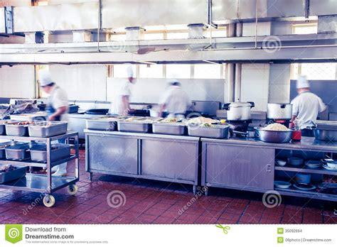 un chinois en cuisine cuisine d 39 un restaurant chinois images stock image 35092694