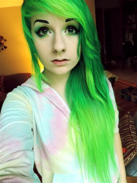 Risas Bright Neon Green Hair Hair Colors Ideas
