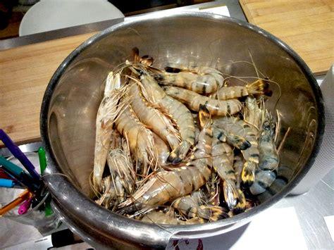 cuisiner le chapon au four filets de chapon rôtis et gambas pleurotes à l 39 ail et