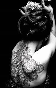 Frauen Rücken Tattoo : 46 coole r cken tattoos f r frauen piercing tattoo pinterest ~ Frokenaadalensverden.com Haus und Dekorationen