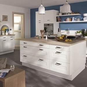 Plan De Travail Cuisine Castorama : une cuisine castorama blanche avec un plan de travail en bois ~ Dailycaller-alerts.com Idées de Décoration