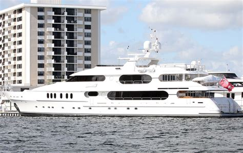 Pictures Of Tiger Woods Boat by Tiger Woods Yacht Name Price Size And Other Details