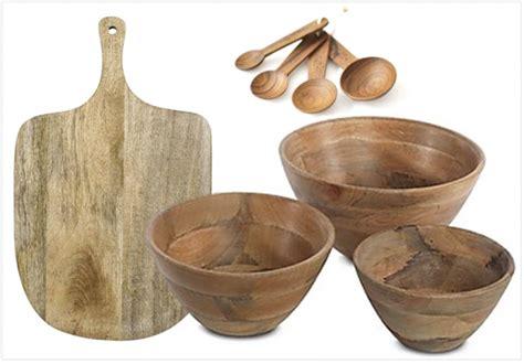 partir a la cloche de bois du bois dans la cuisine et sur la table joli place