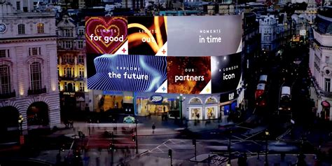 giant  billboard  london   car  drive
