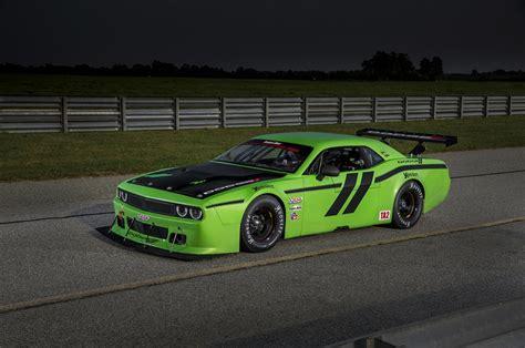 Race Dodge Challenger by 2014 Dodge Challenger Srt Race Cars Revealed Motor Trend Wot