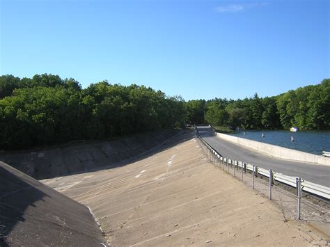 File:Hardy Dam Muskegon River Dscn1166.jpg - Wikimedia Commons