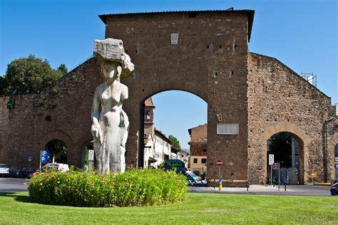 In Porta Romana by Porta Romana Toscananovecento