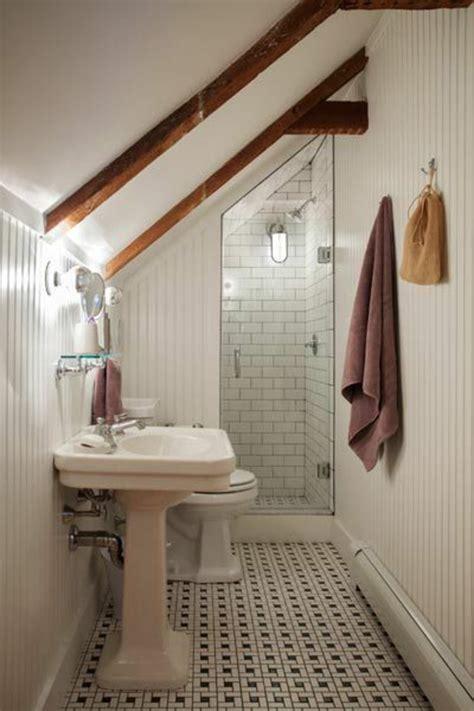 salle de bain sous escalier une salle de bain sous pente ou sous combles en 52 photos