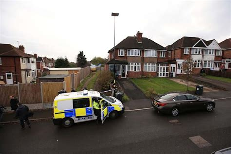 Suzy Lamplugh murder: Police search garden once belonging ...