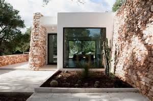 Fresh Italian Home Design by Exquisite House Characterized With Wall And
