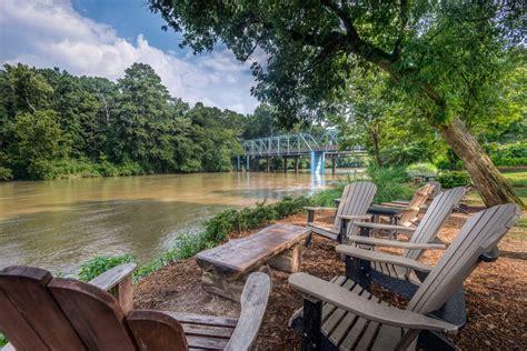 Canoes Restaurant Atlanta by Vinings