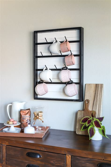 Using wooden pallets, this diy coffee mug holder is the ideal combo of practicality and beauty. How To Make A DIY Wall-Mounted Coffee Mug Display Rack