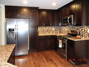 Wall color for kitchen with black cabinets black kitchen for Best brand of paint for kitchen cabinets with wall art for staging