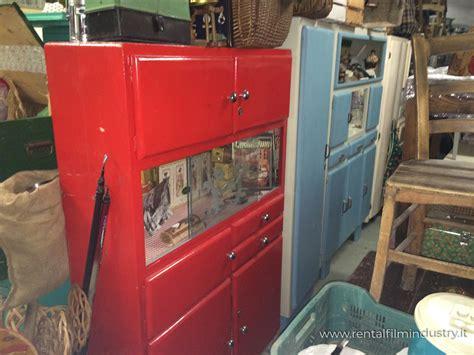 credenza anni 70 credenza rossa con cassetti anni 50 rental industry