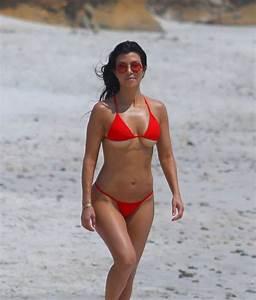Kim Kourtney Kardashian Show Off Their Sexy Bikini