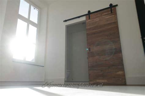 kleine badkamer en suite geweldige schuifdeur met robuuste uitstraling gecre 235 erd
