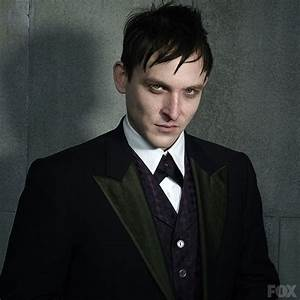 Robin Lord Taylor walks the walk as Penguin in 'Gotham ...