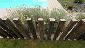 jardin avec terrasse en bois composite et gazon With terrasse autour d une piscine