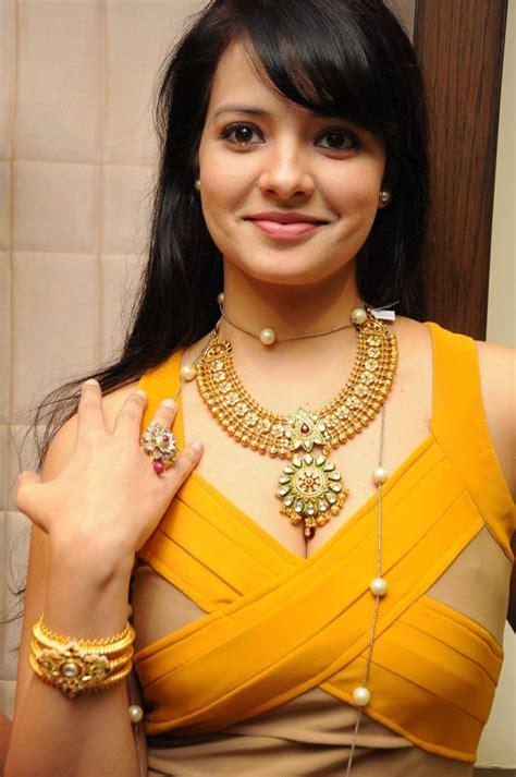 actress saloni in fashion jewellery necklace   SUDHAKAR ...