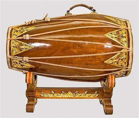 Permainan musik gambus dalam budaya riau memiliki berbagai fungsi, dari mulai fungsi hiburan, media komunikasi. 50 Nama Alat Musik Tradisional Indonesia Beserta Daerah Asalnya - IlmuSeni.com