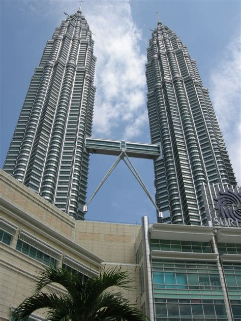 How Many Floors Does The Petronas Twin Towers Have