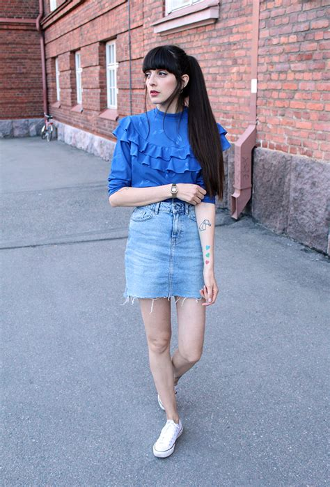 How to Wear a Denim Skirt 13 Outfit Ideas to Copy Now ...
