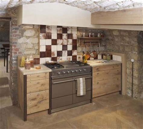 cuisine faite maison maison de cagne gardez le style rustique de la cuisine
