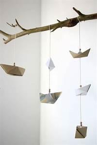 Mobile Basteln Origami : mobile basteln anleitung f r ein papierschiffchen mobile kinderzimmer einrichten pinterest ~ Orissabook.com Haus und Dekorationen