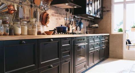 cuisine brun cuisine brun noir avec plan de travail en chêne cuisine