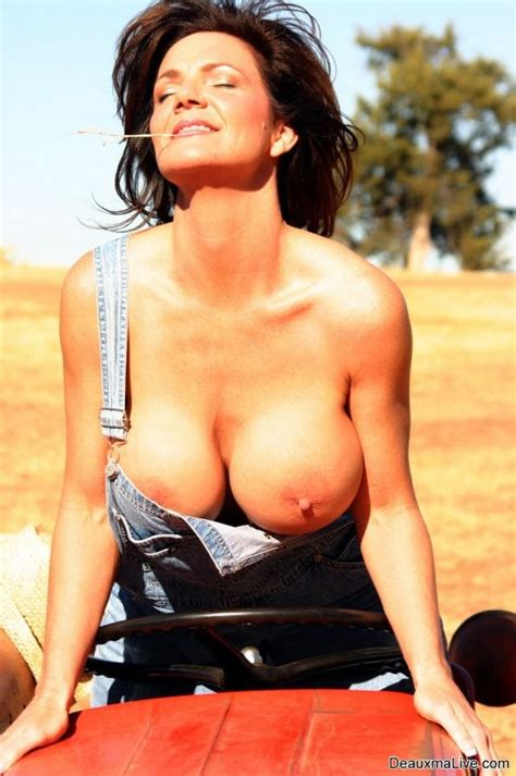 Sexy Farm Girl Deauxma Gets Naked On A Tractor