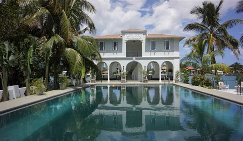 al capone s former miami beach mansion sells for 7 431 750 photos huffpost