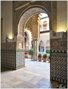 Shiny moroccan interior design get the look moroccan for Interior decor history