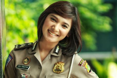 model rambut polwan indonesia police woman hairstyle