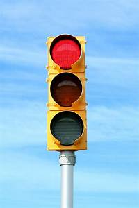 Red-traffic-signal-light-ppcnhkr