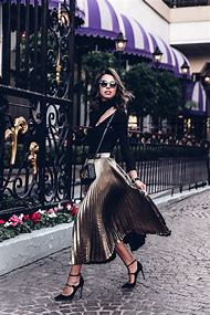 Outfits with Black Pleated Skirt