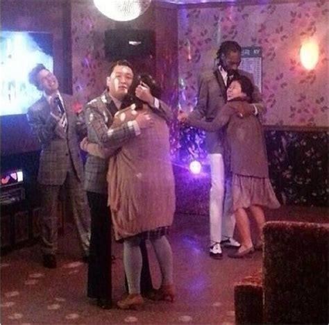 지드래곤 노래방 열창 근데 스눕독 싸이 중년여성과 얼싸안고
