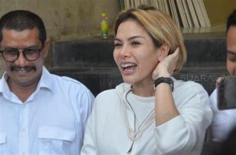 Nikita Mirzani Pamer Perut Buncitnya Setelah Isukan